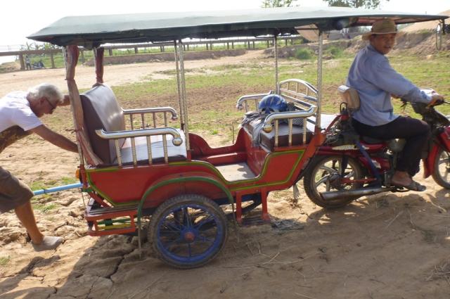 13sortir-tuktuk